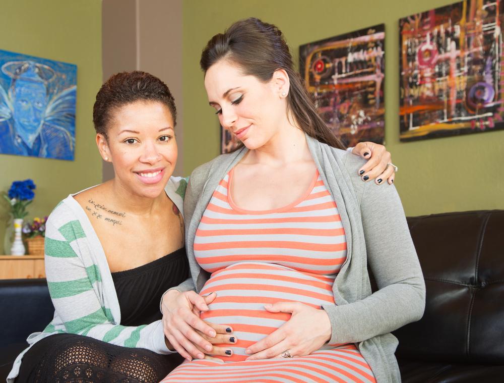 Gestação compartilhada: casais homoafetivos femininos podem se beneficiar